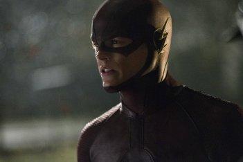 The Flash: Grant Gustin con il suo costume da eroe in City of Heroes