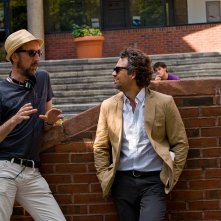 Tutto può cambiare: Mark Ruffalo con il regista John Carney sul set