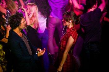 Tutto può cambiare: Keira Knightley in discoteca con Mark Ruffalo in una scena