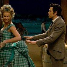 Un milione di modi per morire nel West: Seth MacFarlane in una scena del film con la bella Charlize Theron