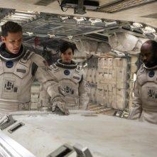 Interstellar: Matthew McConaughey in una scena del film con Anne Hathaway e David Oyelowo