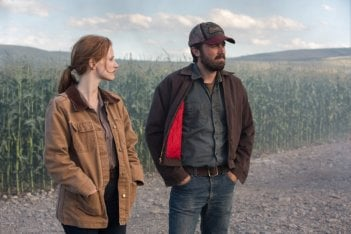 Interstellar: Jessica Chastain con Casey Affleck in una scena del film