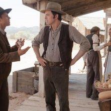 Un milione di modi per morire nel West: Giovanni Ribisi con Seth MacFarlane in una scena del film