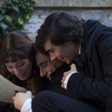 Il giovane favoloso: Elio Germano insieme a Isabella Ragonese ed Edoardo Natoli in una scena del film
