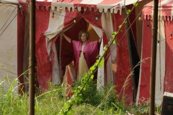 American Horror Story Freak Show: Jessica Lange in una scena di Massacres and Matinees