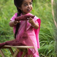 American Horror Story Freak Show: Jyoti Amge in una scena dell'episodio Monsters Among Us