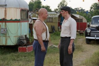 American Horror Story Freak Show: Michael Chiklis ed Evan Peters nell'episodio Massacres and Matinees