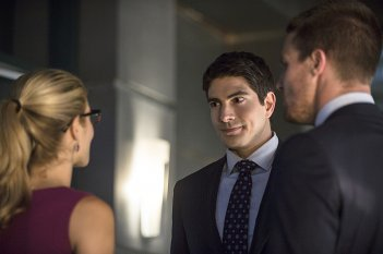 Arrow: Emily Bett Rickards, Brandon Routh e Stephen Amell in The Calm