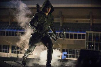 Arrow: Stephen Amell interpreta una scena in The Calm