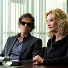 The Gambler: Mark Wahlberg e Jessica Lange in una scena
