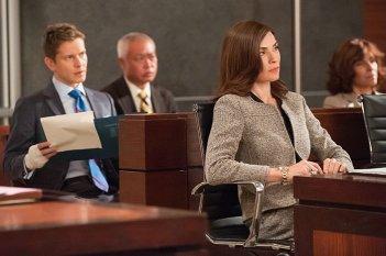 The Good Wife: Matt Czuchry e Julianna Margulies in una scena dell'episodio Dear God