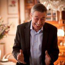 Buoni a nulla: Gianni di Gregorio, regista e interprete del film, sorride in una scena