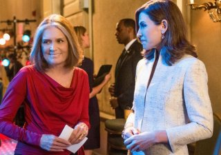 The Good Wife: Gloria Steinem con Julianna Margulies sul set di The Good Wife