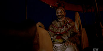 American Horror Story, John Carroll Lynch è Twisty the Clown in 'Freakshow'