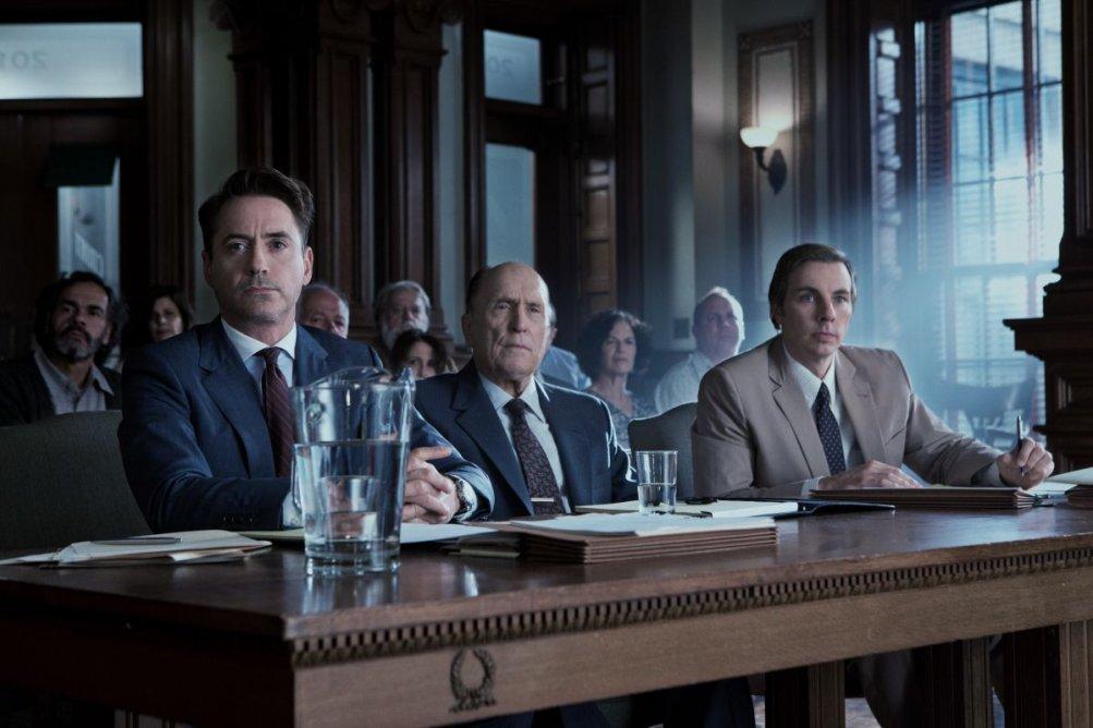 The Judge: Robert Downey Jr con Dax Shepard e Robert Duvall in una scena del film