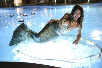 Jane The Virgin: Gina Rodriguez in una scena della puntata Chapter One