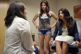Jane The Virgin: Andrea Navedo e Gina Rodriguez in Chapter One