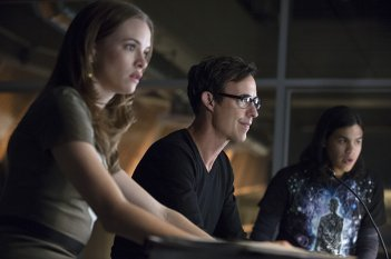 The Flash: Danielle Panabaker, Tom Cavanagh e Carlos Valdes in Fastest Man Alive