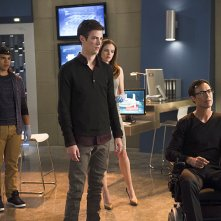 The Flash: Carlos Valdes, Grant Gustin, Danielle Panabaker e Tom Cavanagh in Fastest Man Alive