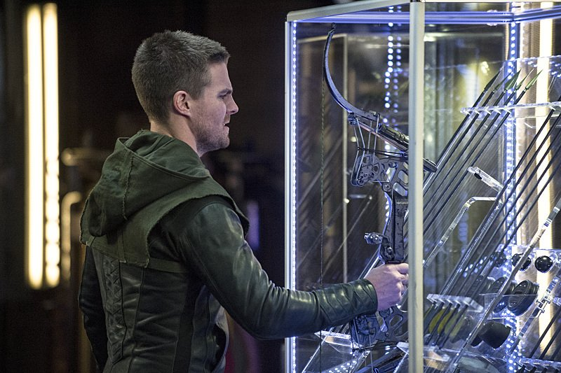 Arrow: il protagonista Stephen Amell in Sara
