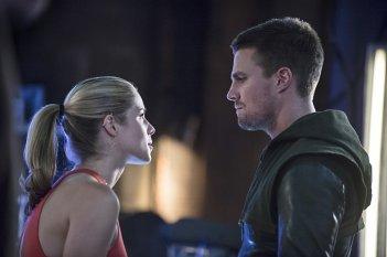 Arrow: Emily Bett Rickards e Stephen Amell nella punta intitolata Sara