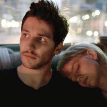 Eden: Félix de Givry con Pauline Etienne in una scena del film