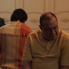 When I Was Alive: Antônio Fagundes con Marat Descartes (di spalle) in una scena del film