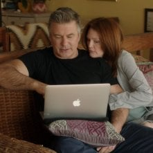 Still Alice: Julianne Moore con Alec Baldwin in una scena del film