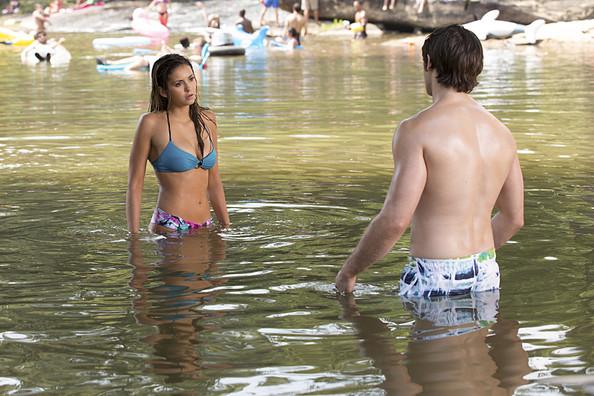 The Vampire Diaries: Nina Dobrev e Steven R. McQueen nell'episodio Welcome To Paradise