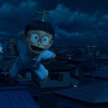 Doraemon: Nobita e Doraemon in volo in una scena del film d'animazione