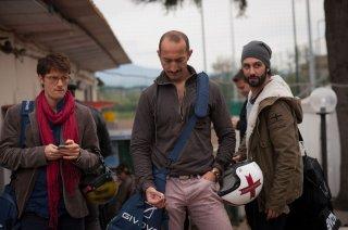 Tre tocchi: Antonio Folletto con Vincenzo De Michele e Matteo Branciamore in una scena del film di Marco Risi