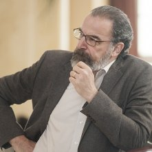 Homeland: Mandy Patinkin nell'episodio Iron in the Fire