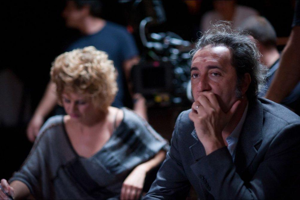 Tre tocchi: Paolo Sorrentino in un'immagine dal set del film