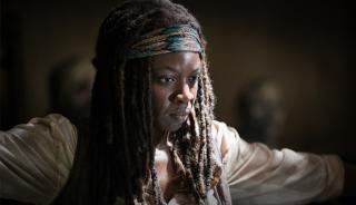 The Walking Dead: Danai Gurira in una scena dell'episodio Strangers