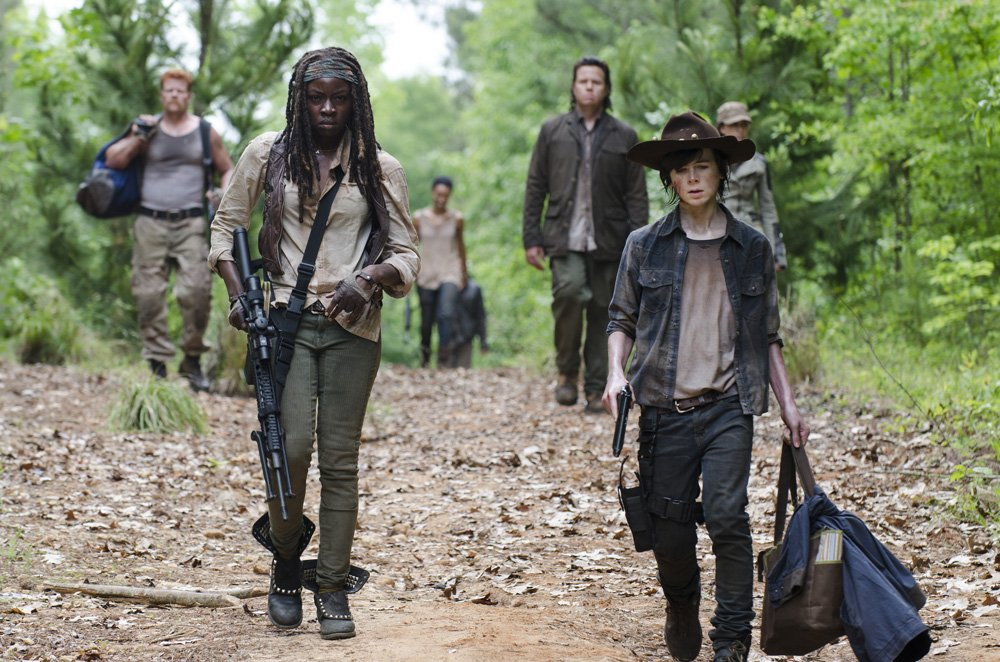 The Walking Dead: Danai Gurira e Chandler Riggs in Strangers
