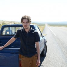 Boyhood: Ellar Coltranein età adulta in una scena del film