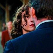 Phoenix: Nina Hoss con Ronald Zehrfeld (di spalle) in un momento del film