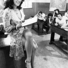 Lilli Carati sorridente maestra sexy in un film