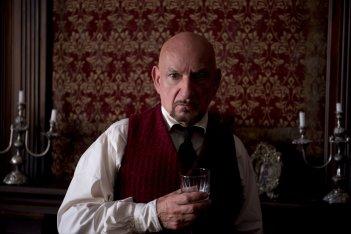 Stonehearst Asylum: lo sguardo attonito di Ben Kingsley in una scena del film