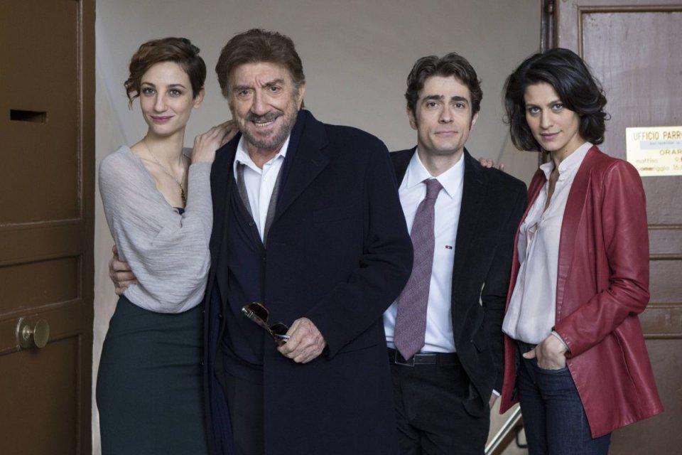 Una pallottola nel cuore: Gigi Proietti, Francesca Inaudi, Giovanni Scifoni e Giulia Bevilacqua in una foto promozionale