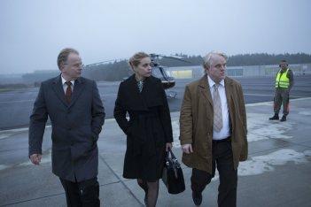 La Spia - A Most Wanted Man: Philip Seymour Hoffman con Nina Hoss e Herbert Grönemeyer in una scena