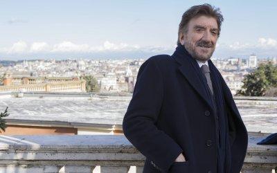 Una pallottola nel cuore: Gigi Proietti, novello Sherlock Holmes alle prese con i Cold Case