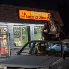 Lo Sciacallo - Nightcrawler: Jake Gyllenhaal con Riz Ahmed in un momento del film