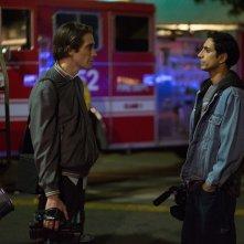 Lo Sciacallo - Nightcrawler: Jake Gyllenhaal parla con Riz Ahmed in una scena