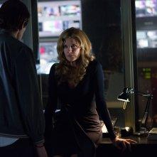 Lo Sciacallo - Nightcrawler: Jake Gyllenhaal con Rene Russo in una scena del thriller