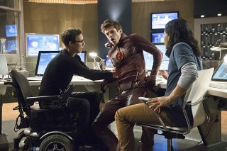 The Flash: Tom Cavanagh, Grant Gustin e Carlos Valdes in The Things You Can't Outrun