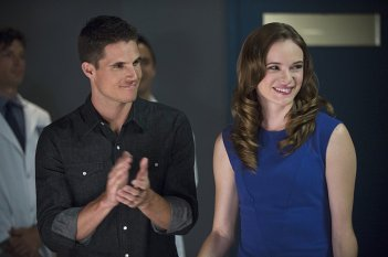 The Flash: Robbie Amell e Danielle Panabaker in The Things You Can't Outrun