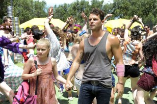 These Final Hours - 12 ore alla fine: Nathan Phillips con Angourie Rice in un momento del film