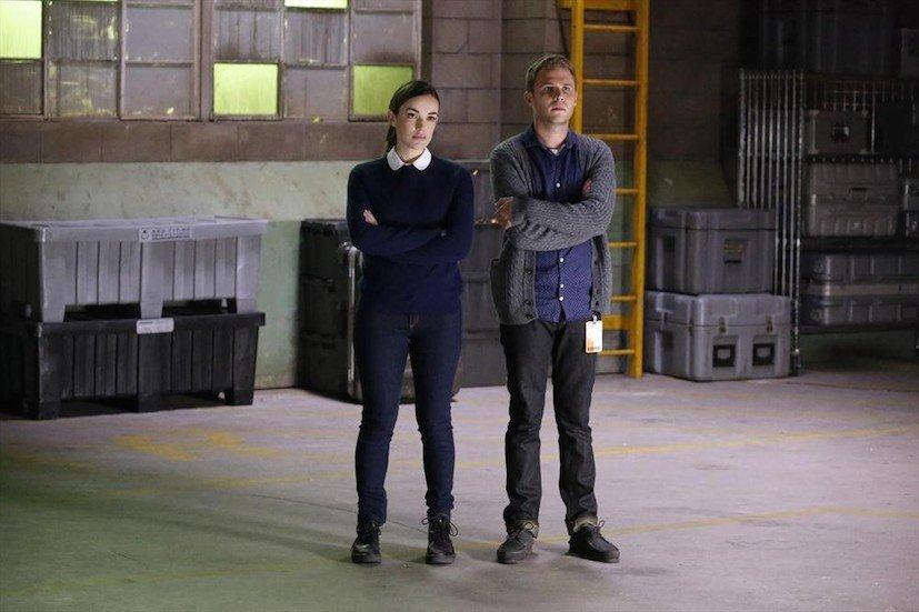 Agents of S.H.I.E.L.D.: gli attori Elizabeth Henstridge e Iain De Caestecker nella puntata A Hen in the Wolf House