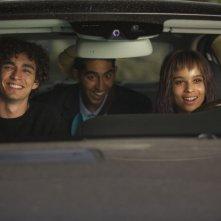 The Road Within: Robert Sheehan con Zoë Kravitz e Dev Patel in una scena